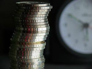 W przypadku płacenia alimentów małżonkowi, obowiązek ten trwa zazwyczaj 5 lat.