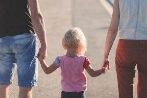 Najczęściej alimenty płacone są przez rodziców na rzecz dzieci.